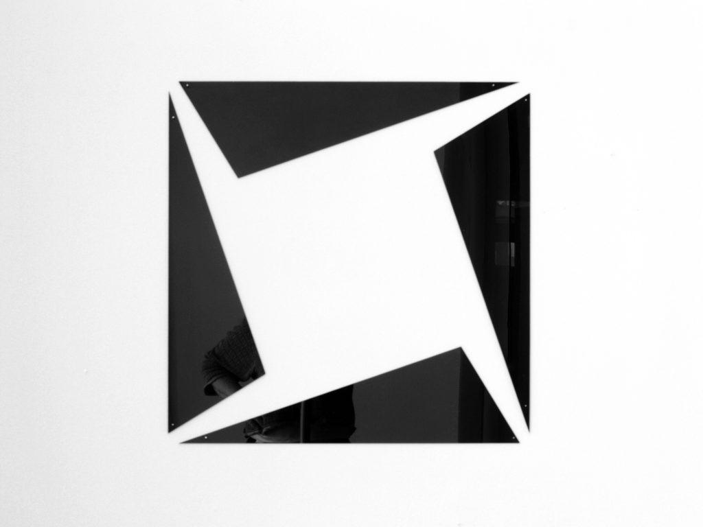 gh_insideout_square_#2_schwarz_acrylglas_61x61x0,3cm_2021